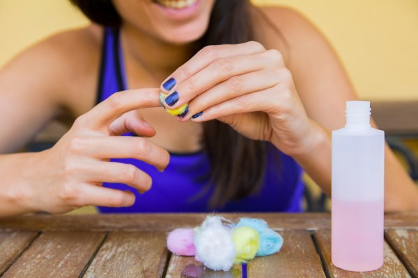 Rawat Kuku Indah Anda dengan 10 Rekomendasi Pembersih Kuteks yang Aman Digunakan