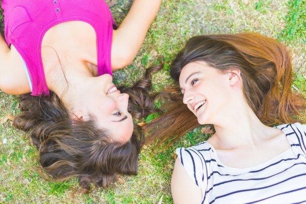 Hari Bahagia Sahabatmu Tiba? Ini Dia 8 Kado Pernikahan Untuk Sahabat di 2018