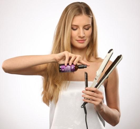 आपके उलझे हुए बालों को व्यवस्थित करने के लिए 8 सर्वश्रेठ तेल और साथ में घर पर उपयोग करने हेतु बाल सीधे करने वाले उत्पाद अभी देखें (2020)