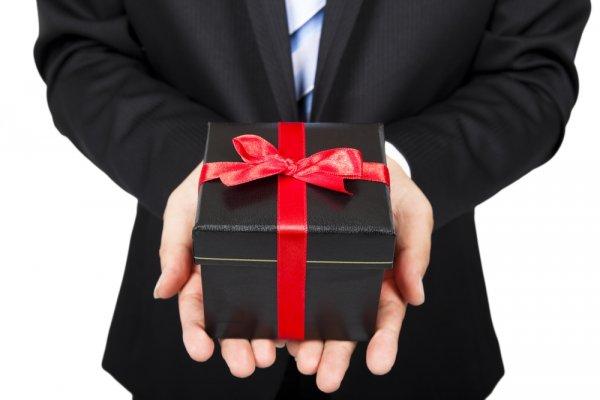 Rayakan Momen Naik Pangkat Orang-orang Terdekat dengan 10 Pilihan Hadiah yang Menarik dan Bermanfaat
