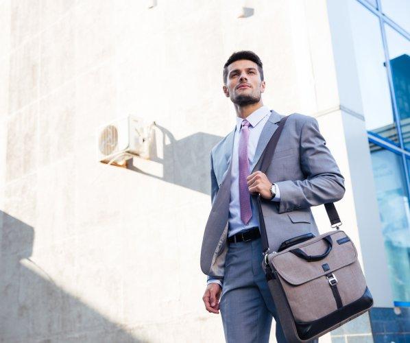 Jangan Sembarangan Pilih Tas, Inilah 8 Tas Branded untuk Pria Stylish yang Berkelas (2020)