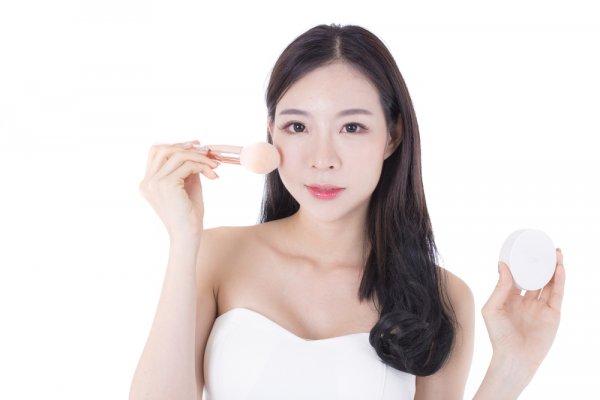 Ingin Punya Wajah Glowing ala Artis Korea? Ini 6 Merek Kosmetik Korea Populer yang Wajib Kamu Punya!