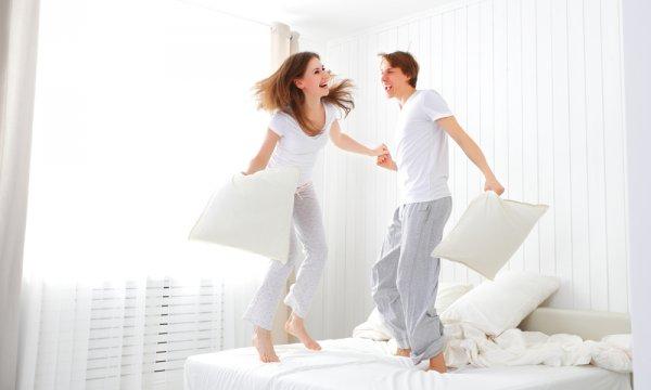 Suasana Ranjang Makin Hangat dengan Baju Tidur Couple
