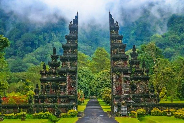 बाली में घूमने की ऐसी 10 जगहें जो है बेहद सुंदर और दुनिया से पूरी तरह से अलग  है। तो आज ही विजिट करें यहां । साथ में बाली में घूमने के कुछ टिप्स (2019)