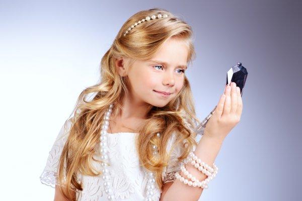 Tips Memilih Perhiasan untuk Anak dan 10 Rekomendasinya untuk Si Kecil