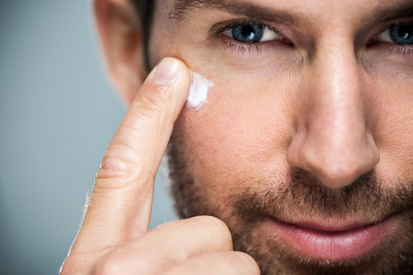 Who Says Skin Care is for Women Only? Men Also Need to Control Oil and Fight Acne. 10 Best Face Creams Specially Formulated for Men with Oily Skin (2020)