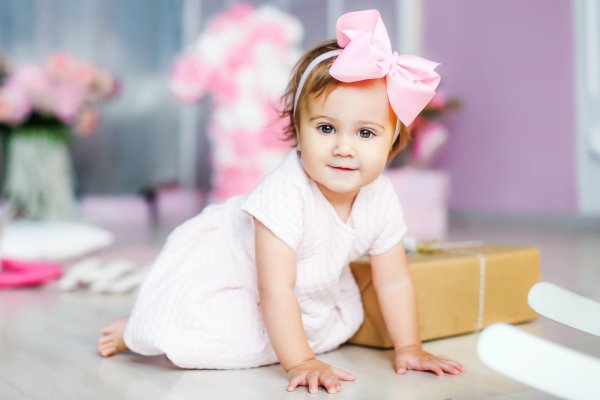 10 Adorable Gift Ideas for a 1 Year Old Baby Girl: Surprise the Parents By Giving Them Something to Treasure as She Grows (2019)