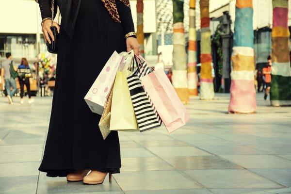 दुबई में शॉपिंग करने को बहुत कुछ है, परन्तु क्या खरीदें और क्या नहीं वह भी बिना जेब खाली किये: आइये देखिये दुबई में १० खरीदने लायक सामान, अपने लिए और भेंट करने (२०१९)