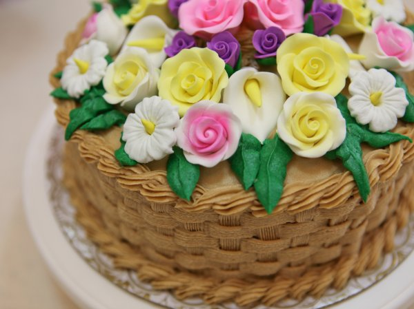 A Beginner's Guide on How to Make Cake Flowers: 6 Simple Cake Flower Recipes to Decorate Your Cake Like a Pro and Make It Look as Delicious as It Tastes (2020)