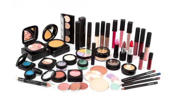 Ini Dia 13+ Rekomendasi Merek Make up Terbaik dengan Produk Berkualitas yang Sayang kalau Kamu Lewatkan!
