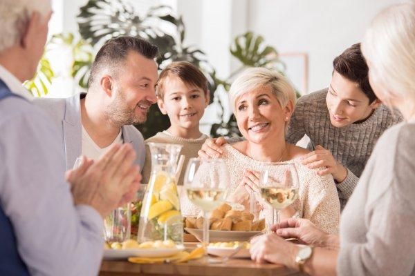 Berikan Kado Terindah untuk Ibu dengan Makan Malam di 10 Restoran Romantis dan Cantik Rekomendasi BP-Guide Ini!