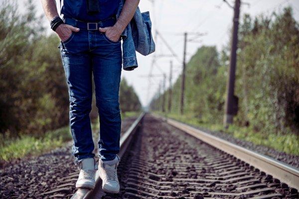 Cari Jeans Keren? Ini 10 Model Celana Jeans Pria Cardinal Terbaru 2018 Buat Kamu Tampil Cool