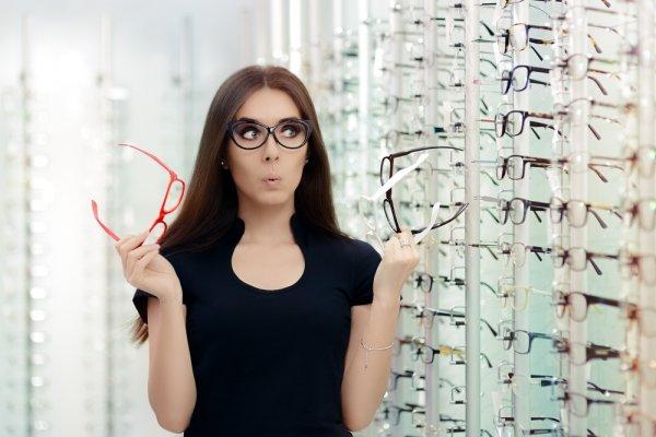 Rekomendasi dan Referensi 10 Kacamata Paling Trendi  2018 untuk Menunjang Gaya Anda