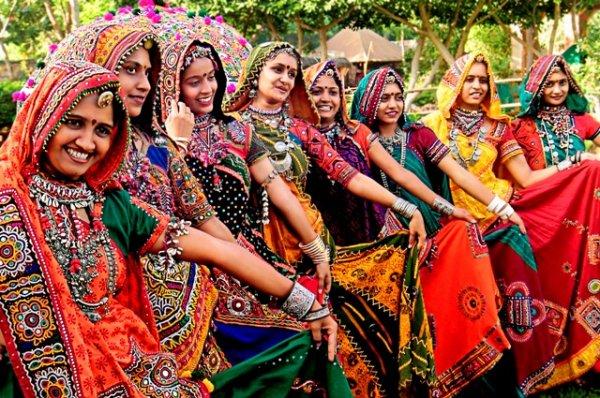 उदयपुर में क्या खरीदें? हम आपको झीलों के शहर में 7 प्रसिद्ध चीजें खरीदने की सलाह देते हैं और उन्हें खरीदने के लिए उचित स्थानों का वर्णन भी करते हैं। अभी देखें (2020)
