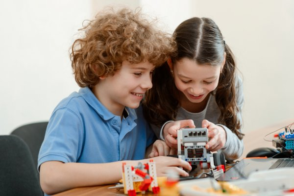 Seamlessly Prepare Your Kids for the Challenges of the Future: Discover What is STEM Learning, Benefits of STEM Toys and the Top STEM Toys for 5 Year Olds (2020)
