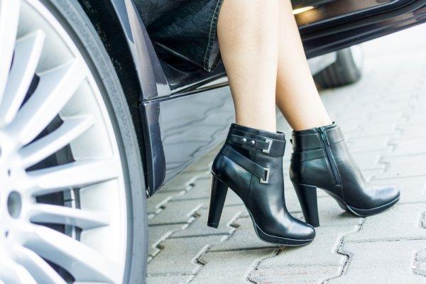 Makin Cantik dan Elegan dengan 10+ Sepatu Boot Wanita Terbaru 2018 2b0c48f987