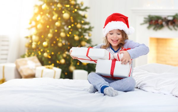 The 10 Best Gifts for a Girl on Christmas: Gladden Her Heart this Christmas with Gifts That Any Girl Would Love to Receive (2018)