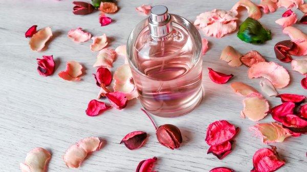 Wangi dan Terjangkau, 10 Merek Parfum Ini Jadi Favorit para Selebriti Dunia Sekelas Selena Gomez, Lho!