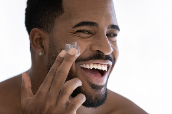 The Best Men's Anti-aging Skincare Products in 2021! Learn Helpful Ways to Take Proper Care of Your Skin and Ideal Skincare Products for Men.