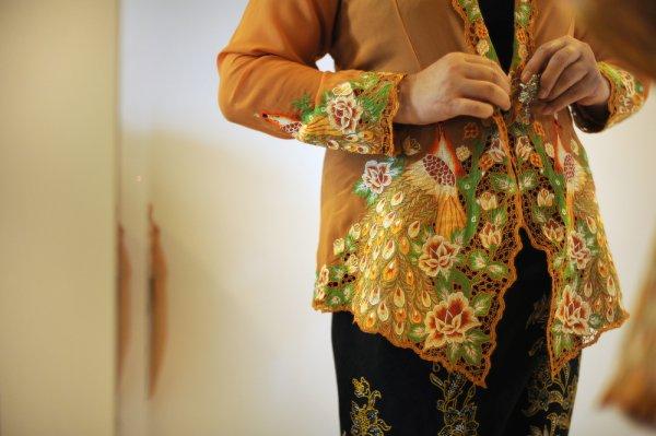 Tampil Cantik dan Anggun Khas Wanita Indonesia dengan 10 Rekomendasi Kebaya Modern Ini (2020)
