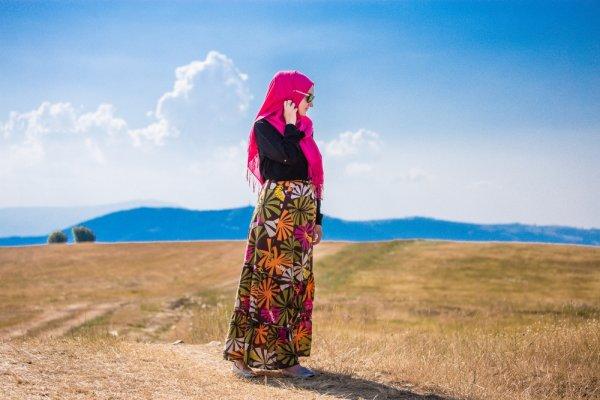 Inspirasi Rok Panjang Muslim Selebriti dan 10 Rekomendasi Rok Maxi Stylish untuk Mempercantik Penampilanmu