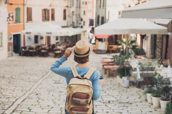 Mau Traveling Nyaman? Ini 10 Benda yang Wajib Dibawa