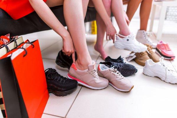 10 Rekomendasi Sneakers Murah dengan Harga Rp 100 Ribuan Ini Bikin Anda  Keren Tanpa Harus Memangkas Dompet 6326fcb9f7