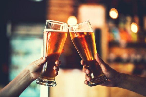 Menikmati Waktu Santai dengan 10 Minuman Beralkohol Tinggi Khas Indonesia