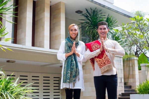 10 Baju Muslim Murah dan Berkualitas untuk Pria dan Wanita