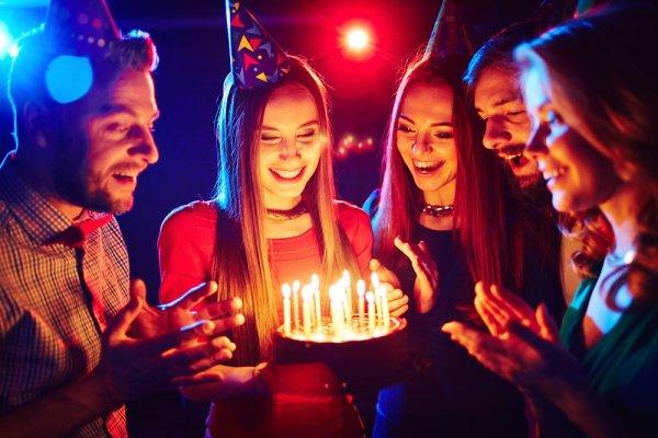 9 Hadiah Ulang Tahun yang Pas Buat Sahabat di Hari Bahagianya. Apa Saja?