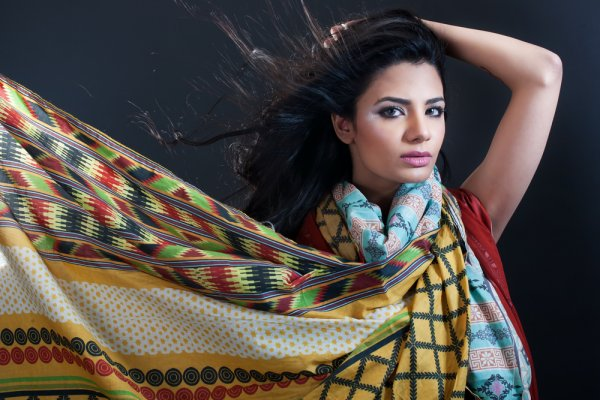 Rakhi Fashion: Find the Latest in Fashion and the Trendiest Suits and Saris this Festive Season (2019)