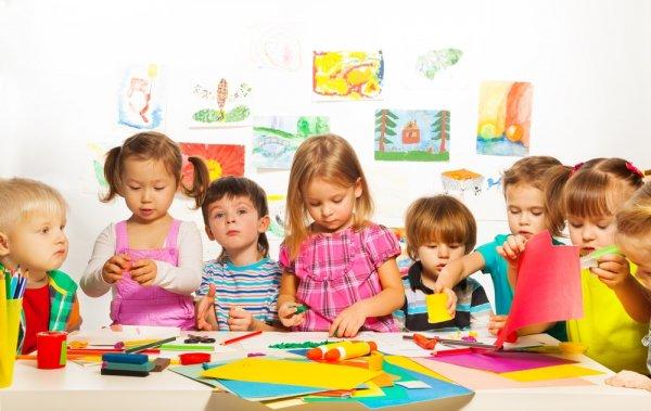 Mau Anak Anda Bertambah Cerdas? Kembangkan Saja Kreativitasnya dengan 10 Kerajinan Tangan yang Mudah Ini! (2018)