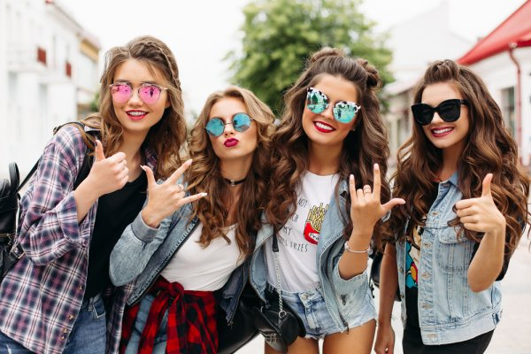 9 Model Baju 2018 yang Bakal Booming dan Jadi Incaran Banyak Orang di Tahun  Ini! 4b1e8502c3