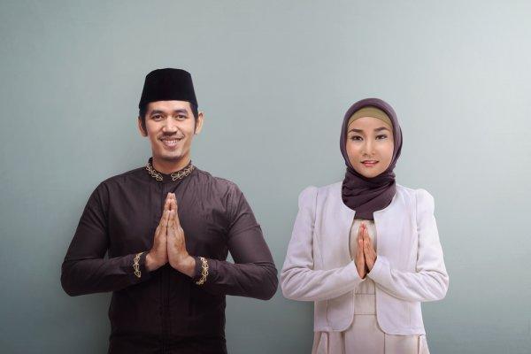Jangan Ketinggalan Zaman, Pastikan Anda Mengenakan 10 Baju Muslim Masa Kini Terbaru Berikut