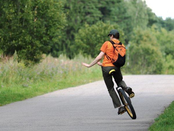 Tertarik untuk Belajar Sepeda Roda Satu? Pelajari Tips-nya dan Lirik 4 Rekomendasinya!