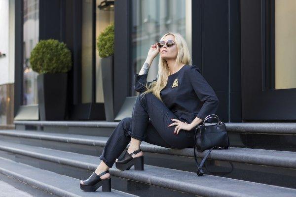 Fashionista! Ayo Perbarui Isi Lemari Baju dengan 8 Rekomendasi Baju Wanita Model Terbaru Ini (2019)