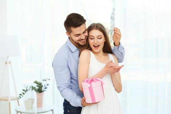 Istri Ultah? Ini Nih 10 Inspirasi Kado Romantis Untuk Istri Tercinta!