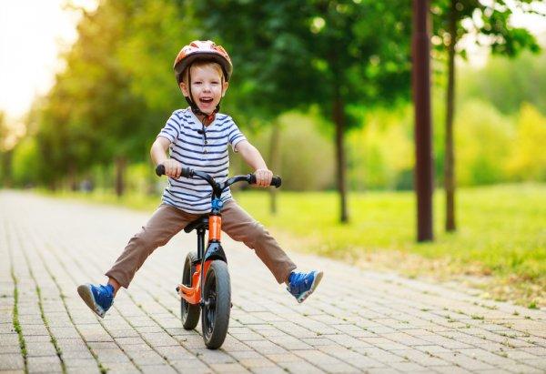 Latih Keseimbangan Si Kecil dengan 10 Rekomendasi Sepeda Anak 2 Tahun Ini (2021)