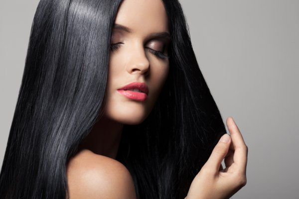 8 Hair Straightener Oils and Serums to Tame the Frizziest of Hair! Plus the Best Hair Straighteners for Home Use in India (2020)