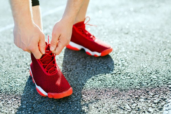 Nggak Kalah Dengan Produk Impor Inilah 10 Rekomendasi Sneakers