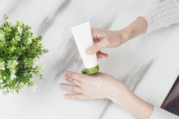 10 Rekomendasi Produk Pembersih Daki Ini Ampuh untuk Membuat Kulit Cerah dan Sehat (2019)