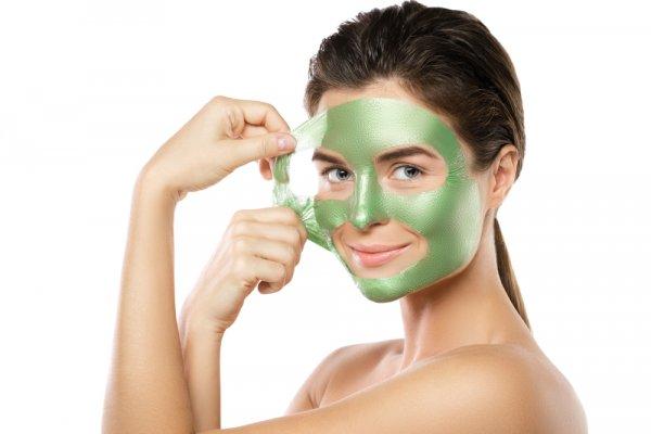 Bersihkan Pori-pori Wajah dengan 10 Rekomendasi Masker Peel Off Terbaik Berikut (2021)