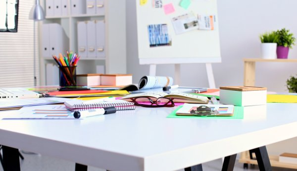 8 Rekomendasi Hiasan Meja Ini Bisa Digunakan untuk Menata Ulang Meja Kerjamu agar Semakin Semangat Bekerja
