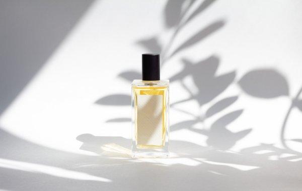 10 Rekomendasi Parfum Isi Ulang yang Bikin Wangi Seharian Meski sedang Bokek! (2021)