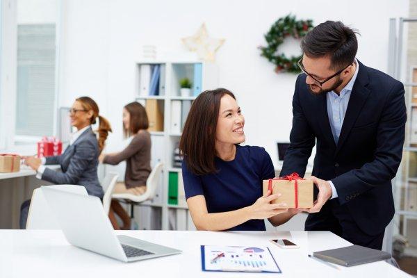 Bingung Pilih Kado Perpisahan untuk Teman yang Bermigrasi, Yuk Intip 15 Rekomendasi Hadiah yang Membuatnya Makin Terkesan