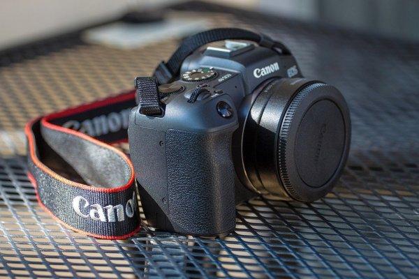 Ini 10 Rekomendasi Kamera Mirrorless untuk Kamu yang Hobi Fotografi (2020)