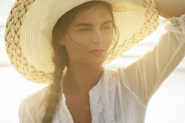 Trendi dan Keren saat Liburan ke Pantai dengan Rekomendasi 8 Topi Pantai dari BP-Guide!