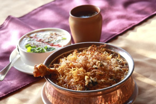 Hyderabad's Old City is Famous for Its Food and a Visit is Incomplete without Digging into Local Delicacies: Here's What to Eat in Hyderabad (2019)