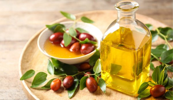 What Is Jojoba Oil? Surprising Benefits of Using Jojoba Oil for Acne, with Top Ten Jojoba Oils Recommendations and Where to Find Them