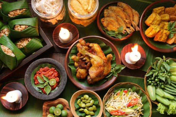 Cicipi Aneka Masakan Sunda Di 5 Restoran Ternama Ini atau Coba 10 Resep Masakan Khas Jawa Barat Berikut!